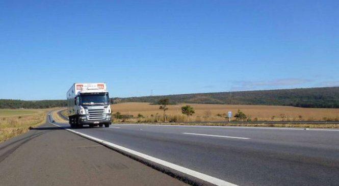 Deputado quer isentar caminhoneiros de terem CNH suspensa por infrações