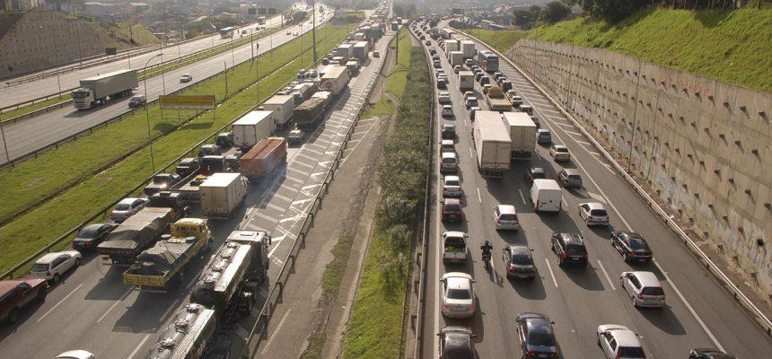 Feriado de Natal deve movimentar mais de 2,5 milhões de veículos nas rodovias estaduais que saem da capital