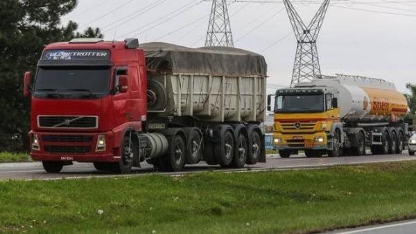 Sindicato das transportadoras lança app que permite dar nota para caminhoneiros
