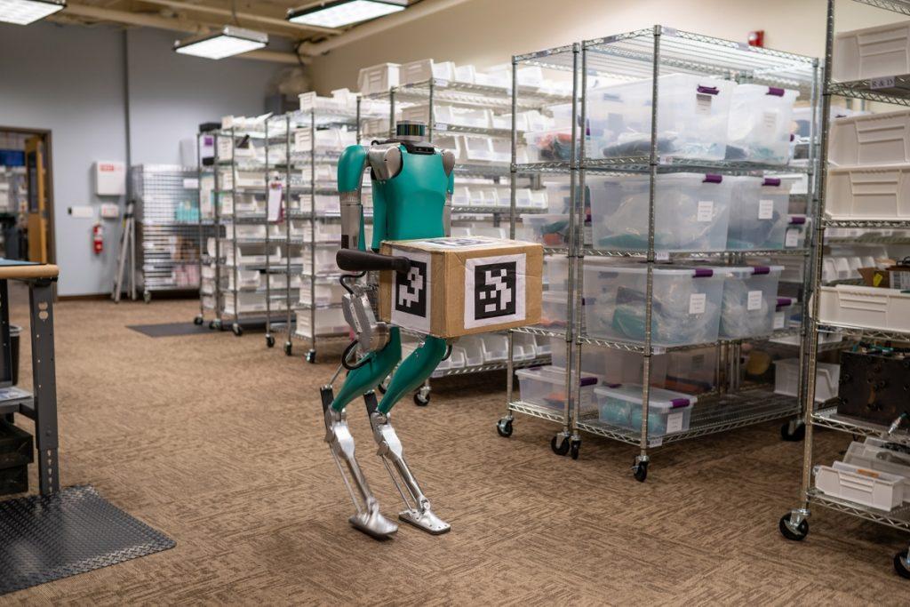 Robô da Ford substitui carregador e entregador de mercadorias; veja vídeo
