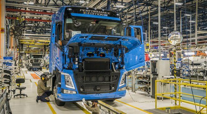 Volvo segue crescendo, lidera em pesados e investe mais R$ 1 bilhão no Brasil