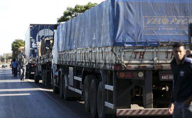 PRF inicia operação 'Siga em frente caminhoneiro'