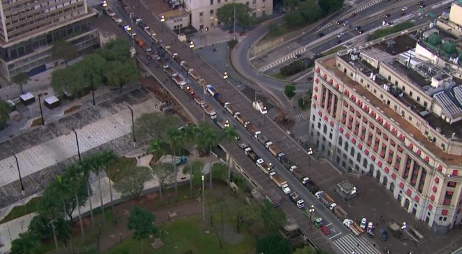 Caminhoneiros protestam no Centro de SP após motorista ser agredido por agentes da Guarda Civil Ambiental