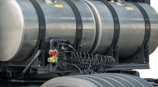 Motorista de caminhão com tanque suplementar receberá adicional de periculosidade