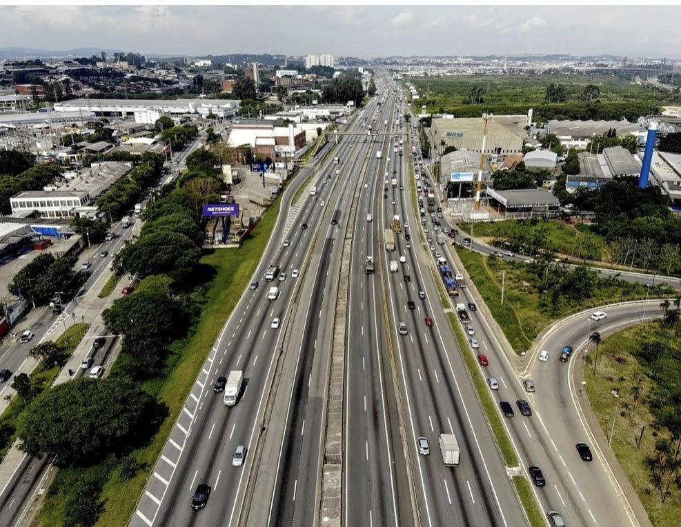 Tráfego de caminhões cresce 5,3% em rodovias com pedágio