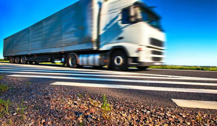 IBGE: transporte e logística superam receita de informação e comunicação no país