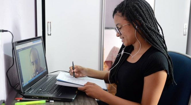Mercedes-Benz oferece aulas online para jovens do Estrelas do Amanhã