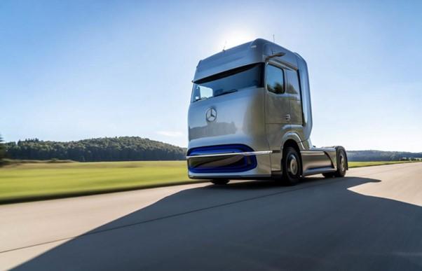 Mercedes-Benz apresenta caminhão movido a hidrogênio