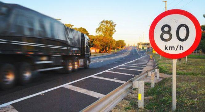 Falta investimento na sinalização das rodovias brasileiras, aponta estudo