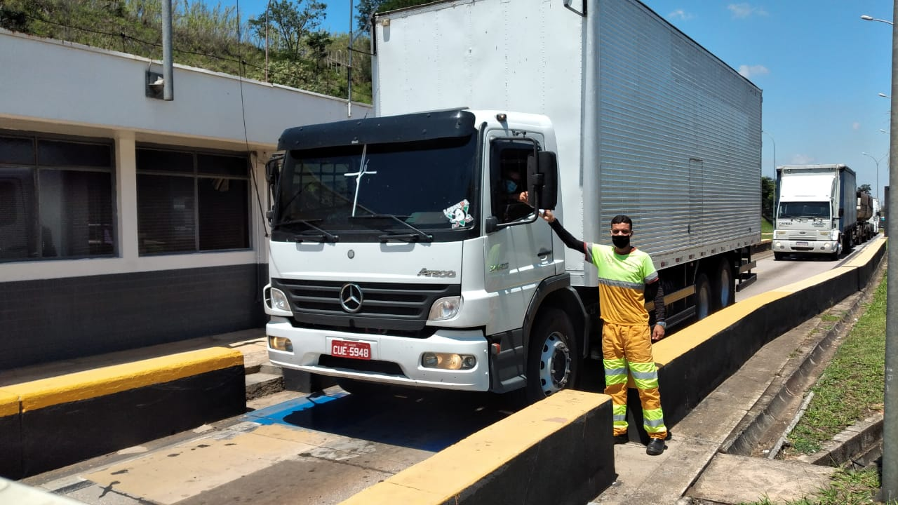 CCR ViaOeste e CCR RodoAnel distribuem kit de higiene aos caminhoneiros