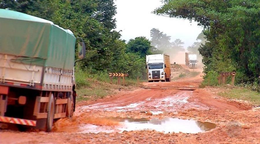 Dnit restringe circulação de veículos de cargas pesadas na BR-319/AM