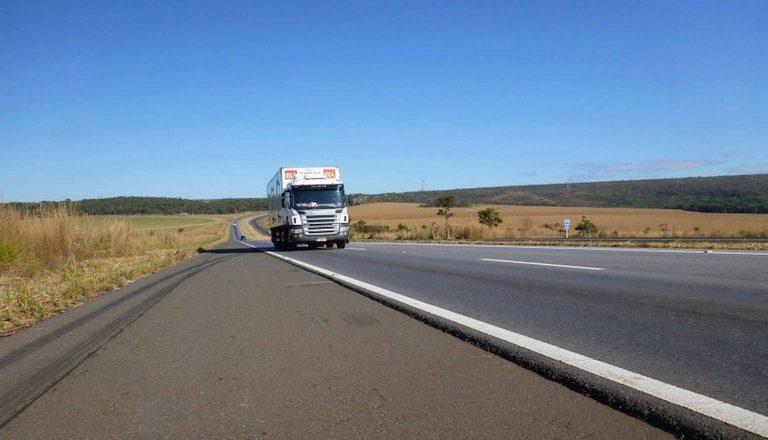 Governo Federal zera o imposto de importação de pneus para transporte de cargas
