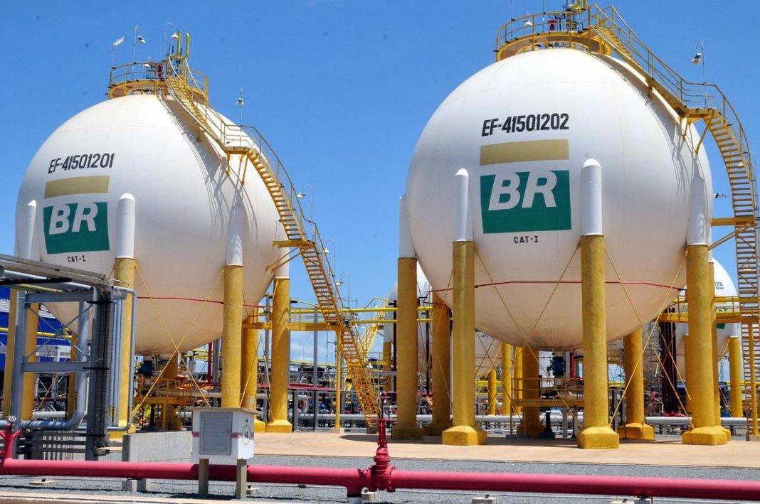 AEPET se manifesta a respeito dos problemas enfrentados pela Petrobras