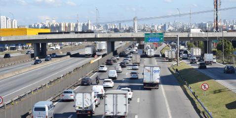 Caminhões são excluídos do novo rodízio noturno em São Paulo