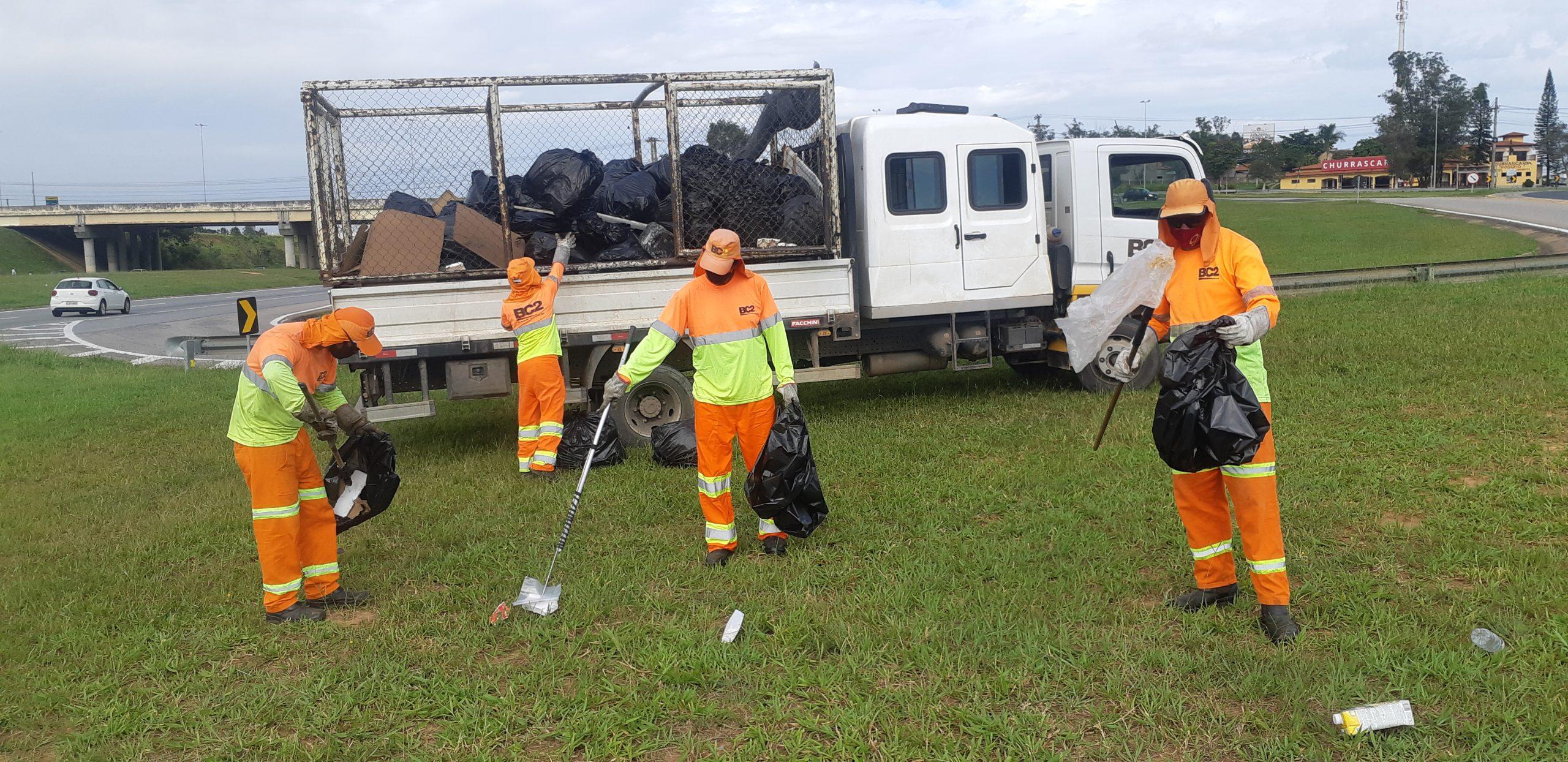 CCR ViaOeste e CCR RodoAnel recolhem 6 toneladas de lixo durante mutirão