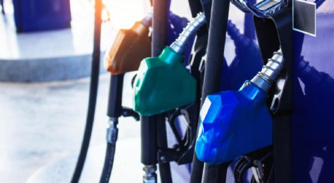 Bolsonaro anuncia redução de 4 centavos no PIS/Cofins do diesel