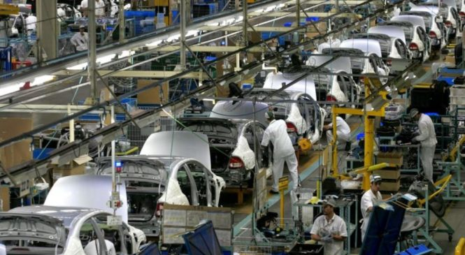 Produção de automóveis tem nova queda pela falta de semicondutores