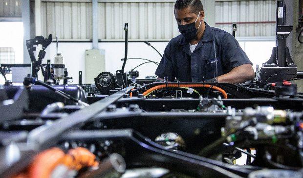 VW Caminhões e Ônibus desenvolve baterias automotivas com Nióbio