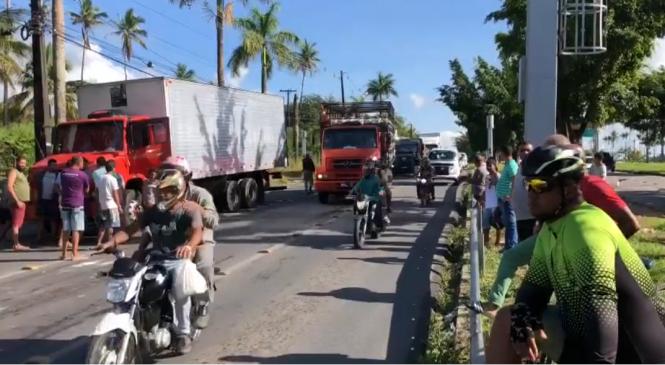 Caminhoneiros bloqueiam rodovias federais pelo segundo dia consecutivo